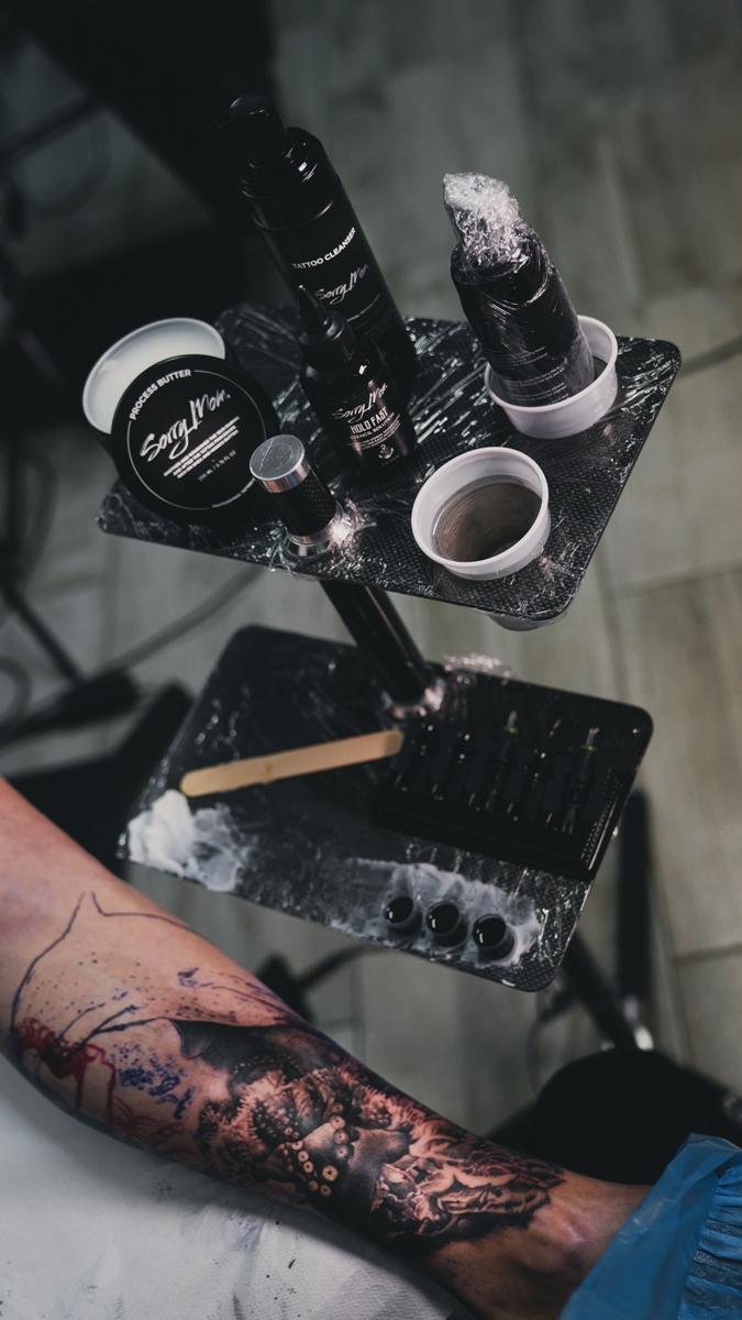 sorry-mom-romania-unt-vaselina-process-butter-proces-tatuaj-tattoo-artist-vindecare-tatuaje-bucuresti-tattooartist-04